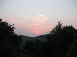 Keutenberg achterkant, tuin, zonsondergang, uitzicht achterslaapkamerraam juni 2012 014